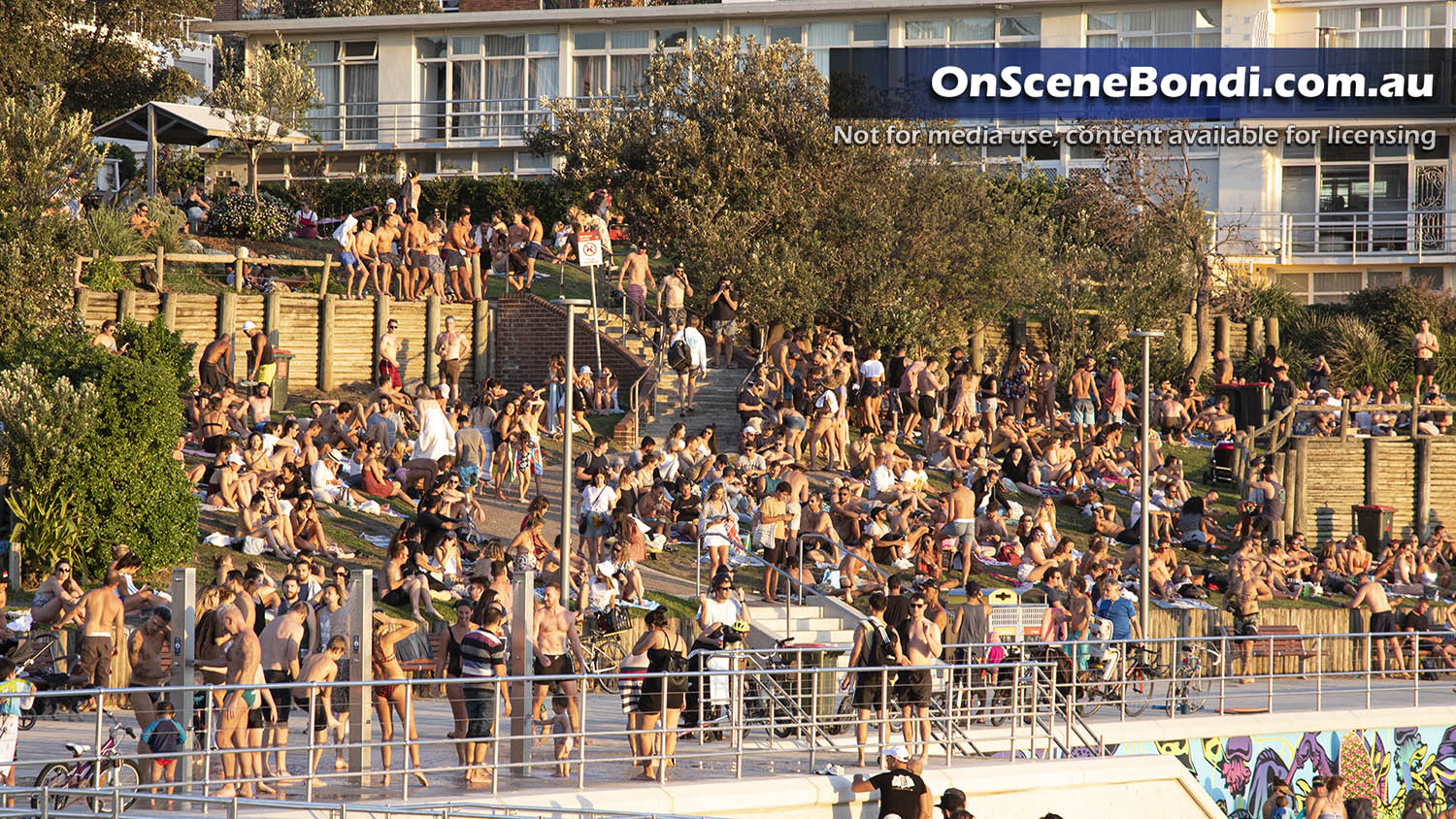 20200320 bondi beach crowd1