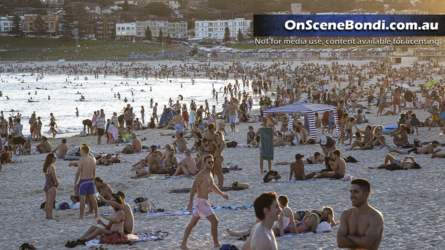 20200320 bondi beach crowd2